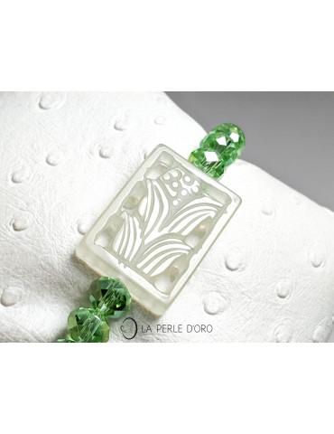 Jade vert sur cristal de...